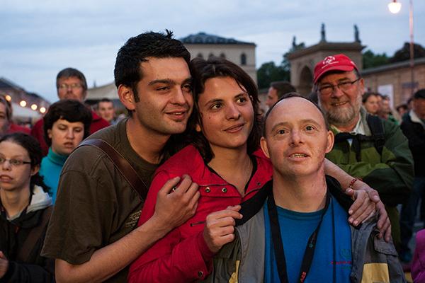 Eine Familie bei den Special Olympics München 2012. (Foto: SOD/Jörg Brüggemann (OSTKREUZ))