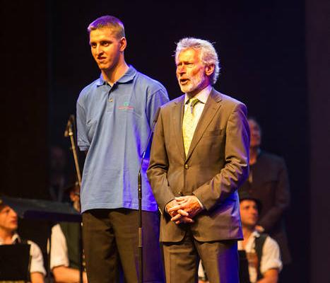 Athlet Markus Protte und Paul Breitner bei den Nationalen Spielen in München 2012. (Foto: SOD/ Stefan Holtzem)