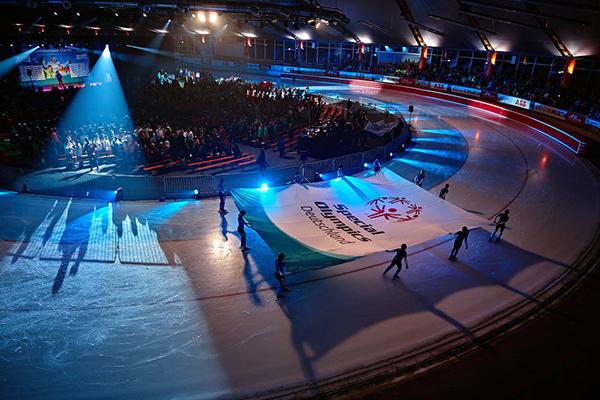 Fahnen-Träger bringen die Special Olympics Fahne, (Foto: SOD/ Tom Gonsior)