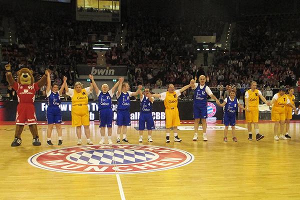 Special Olympics Athleten waren zu Gast beim Basketball-Team des FC Bayern. (Foto: SO Bayern)